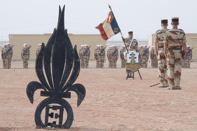 Les lŽgionnaires de la 13e DBLE commŽmorent la bataille de Camerone au camp d'Al Hamra lors de l'exercice GULF.